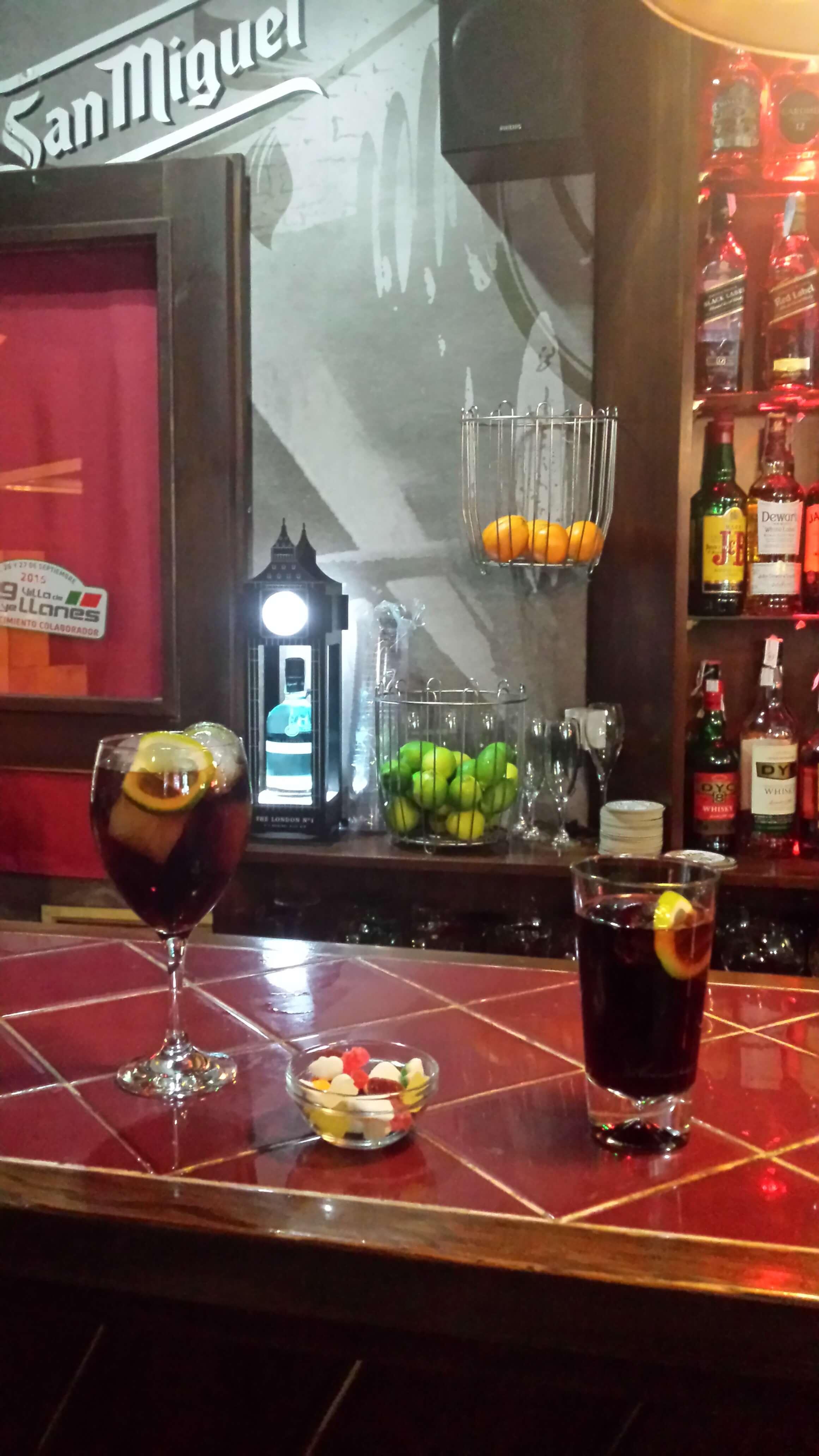 Lugares recomendados para dormir y comer en asturias for Tomar algo en barcelona noche