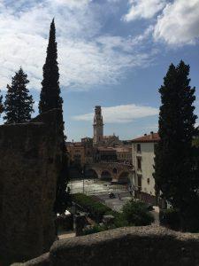Vistas del teatro romano de Verona