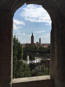 Vistas del teatro romano en Verona
