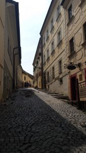 Subida calles al castillo de Bratislava