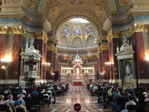 Interior de basílica de San Esteban de Budapest