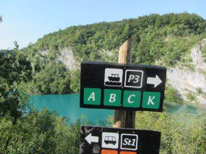 Cartel caminos Plitvice en Croacia