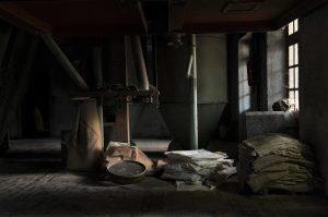 abandoned-1835907_960_720