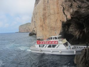 Barco en a Gruta di Neptuno
