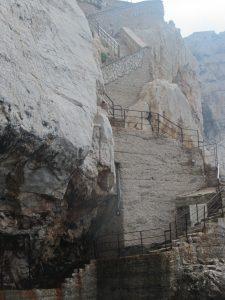 escalera gruta