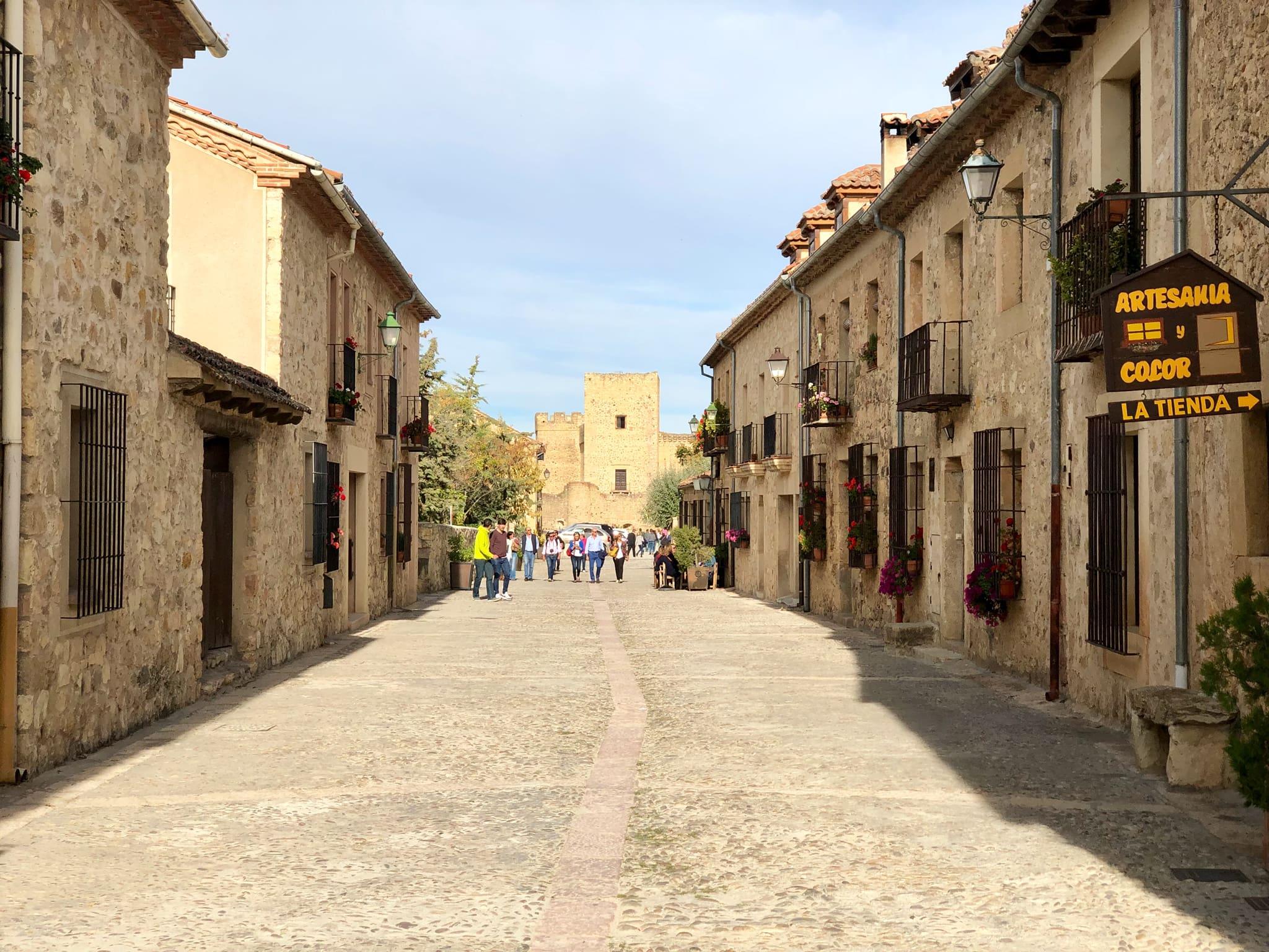 Calle Mayor de Pedraza_Viajando con el último bus