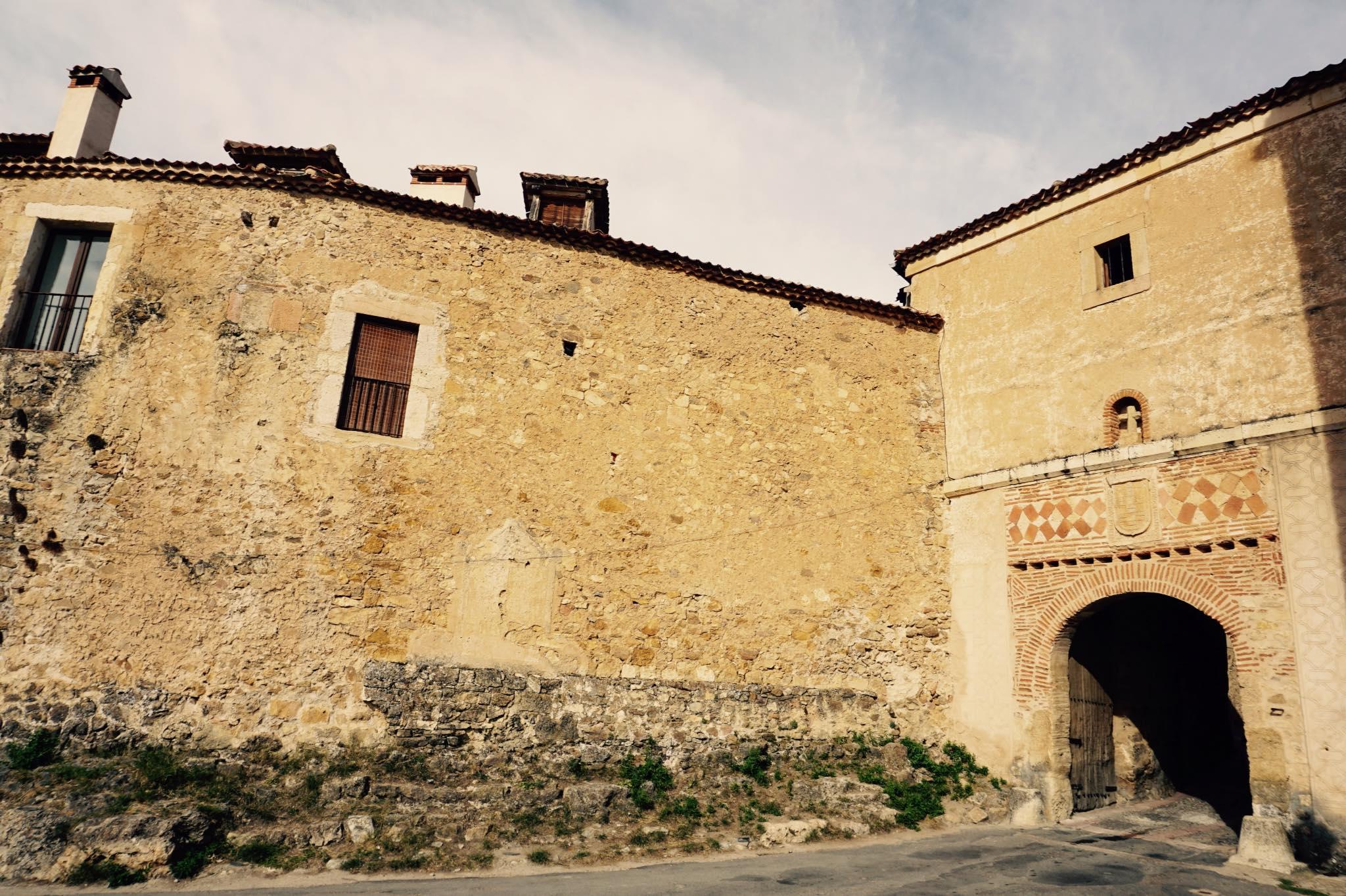 Puerta de la Villa_Viajando con el último bus