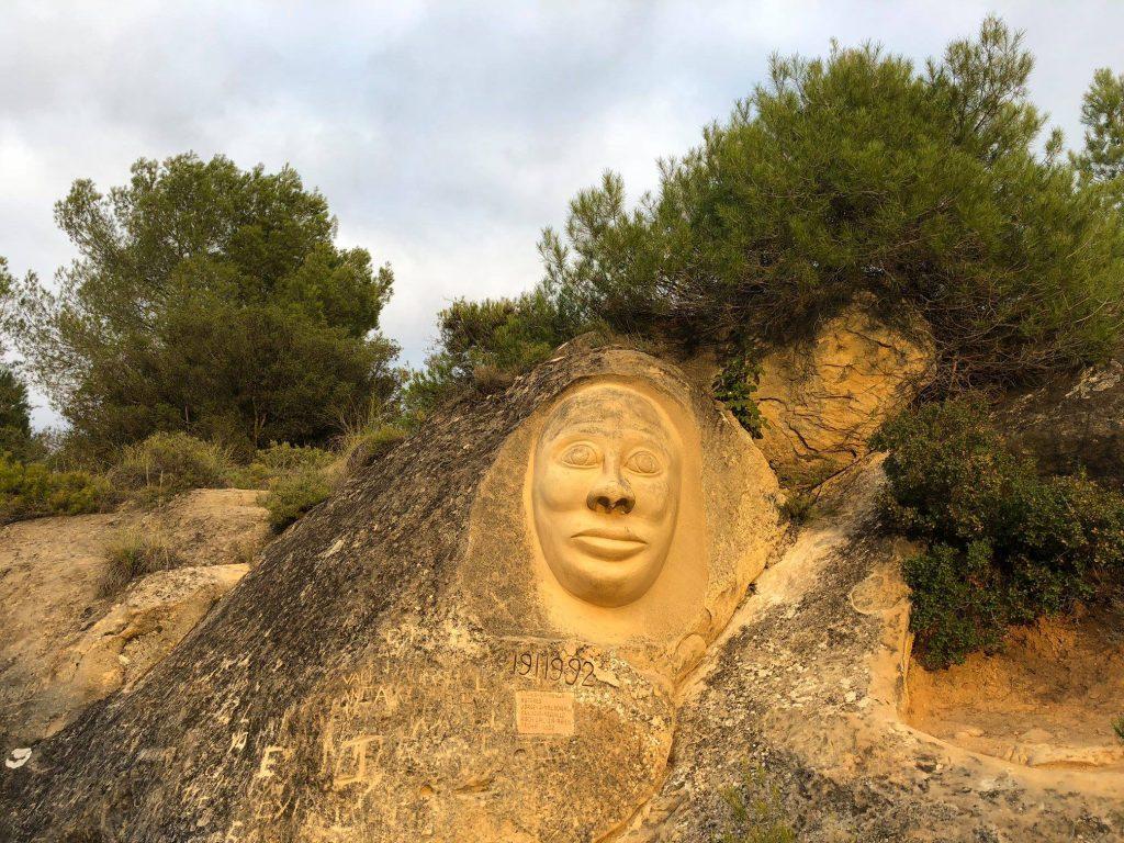 La Monja, ruta de las caras
